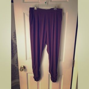 Express Mi-Rise Ankel Pants - Size Small - Berry